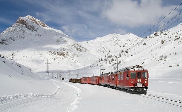 travel-in-switzerland-by-train